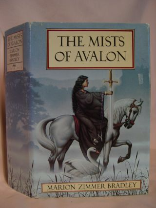 THE MISTS OF AVALON. Marion Zimmer Bradley